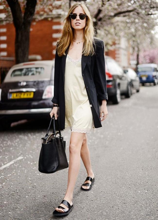 Pijamayla daha şık görünmek isteyenler için Slip Dress modası da bir seçenek oldu.