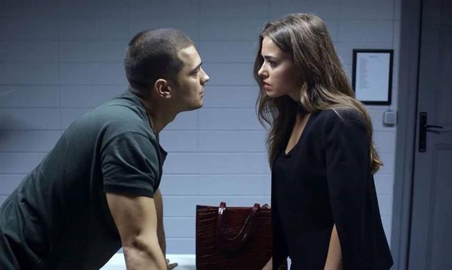 Çağatay Ulusoy ve Bensu Soral, İçerde dizisinde birbirine aşık ama aşk yaşamaları imkansız bir ilişki içindeler.