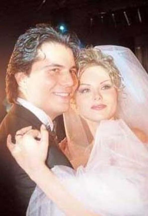Melika Öcalan ile Suat Suna da bir zamanlar Romeo ile Juliet gibi birbirlerine aşıktı... Onların evliliği de büyük bir aşkla başlayıp hüsranla sonuçlandı.