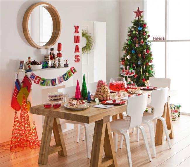 Yeni yılın yaklaşmasıyla içimize dolan mutluluk evlere de yansıyor. Yeni yılın müjdesini veren yılbaşı dekorasyon fikirlerini sizler için hazırladık. Evinizi benzersiz yılbaşı tasarımlarıyla renklendirmek isterseniz, sizin için seçtiklerimize göz atmanızı öneririz.  Kırmızılar, yeşiller, beyazlar, çam ağaçları, bonbon şekerleri, ışıklar, hediye çorapları… Bu soğuk kış günlerinde evinizi yılbaşı dekorasyonuyla ısıtmak için biraz yaratıcılık biraz hayal gücü yeterli.  İşte birbirinden güzel yılbaşı dekorasyon fikirleri...