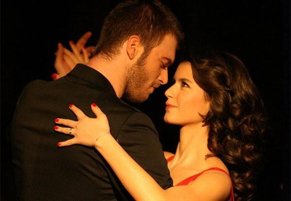 Aşk-ı Memnu dizisince canlandırdığı Bihter Ziyagil karakteri Beren Saat'i bambaşka bir noktaya taşıdı.