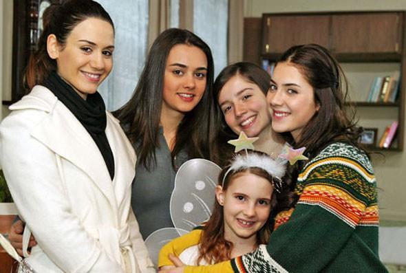 Ama Türkmen asıl çıkışını başrol oynadığı Küçük Kadınlar isimli dizi ile yaptı.