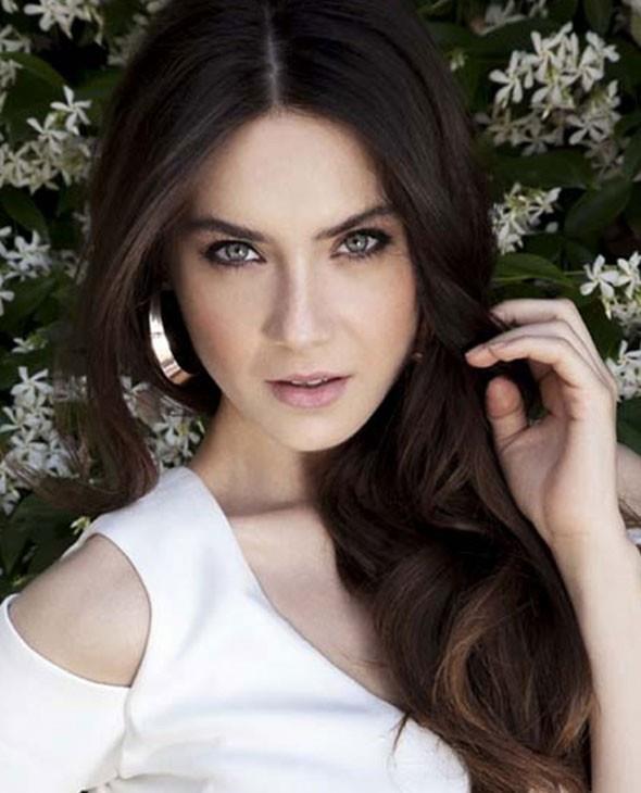 Fulya Zenginer   1989 doğumlu Fulya Zenginer de şöhret kapısını tek dizi ile aralamayı başardı...