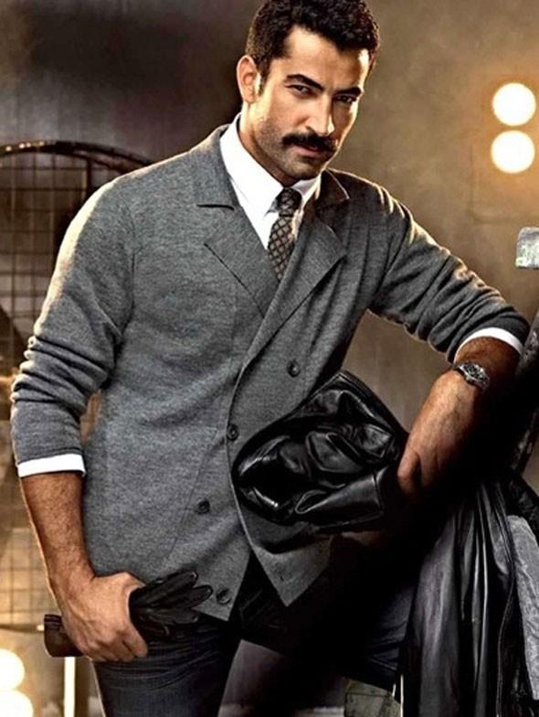 Yakışıklı oyuncu son olarak Karadayı dizisi ile ekranda fırtınalar estirdi.