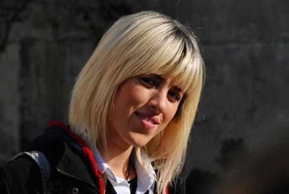 Sevda Dalgıç   Sadri Alışık Kültür Merkezi'nde iki yıl oyunculuk eğitimi alan Sevda Dalkılıç, tiyatro oyunlarında da rol almış.