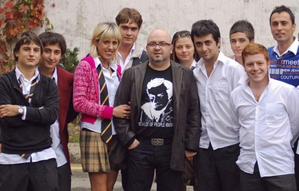 Arka Sıralar'daki Özge rolüyle sevilen oyuncunun dizide sürekli kullandığı 'bariz' kelimesi de en az dizideki rolü kadar ünlendi.