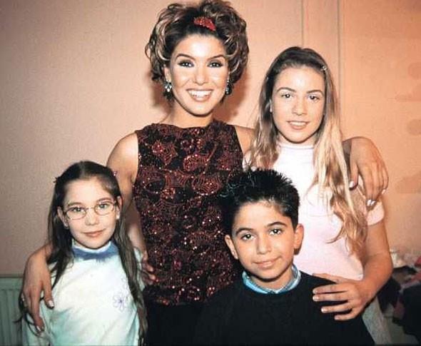 Sinem Kobal   1987 doğumlu Sinem Kobal, Dadı adlı TV dizisinde rol aldığında henüz bir çocuktu.