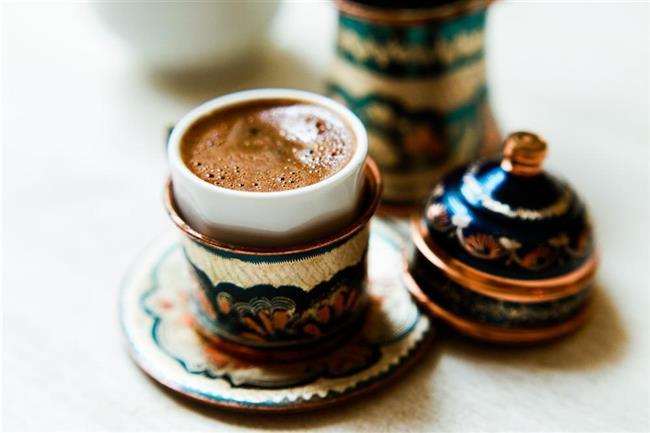 Kahvenin bu özelliği de zayıflatıcı özelliğini beraberinde getirmektedir.  Türk kahvesi diyeti boyunca bol miktarda su tüketmeyi ihmal etmeyiniz. Ayrıca verilenler dışında ekstra ekmek tüketimi yapılmayacaktır. Salatalar ve yemeklerde kesinlikle tuz kullanmayınız.