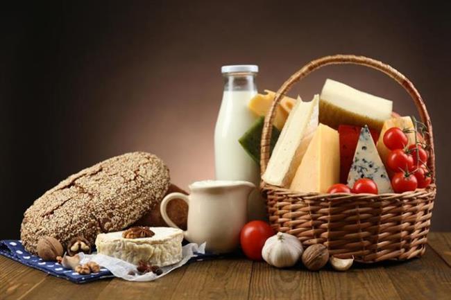 Bol protein ağırlıklı gıdalar ile beslenmek ve bol salata tüketmek yüzde oluşan kiloların erimesine yol açacaktır.