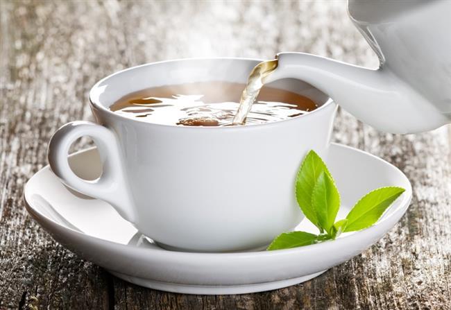 Beyaz Çay  Beyaz çayın diğer çaylara göre daha yüksek antioksidan etkisiyle birlikte, cildin sıkılaşmasını sağlayan tazeleyici etkisi deneysel olarak ortaya konulmuştur. Literatürlerde, bu etkilere bağlı olarak romatoit artrit ve diğer yangılı hastalıklarda şikayetlerin hafifletilmesinde yardımcı olabileceği ileri sürülmektedir. Ayrıca Beyaz çayın yağ yakıcı ve vücuttaki yağ oranını dengelemeye yardımcı etkiye sahip olduğu ve dolayısıyla obezite ve obezite ile ilişkili sorunların tedavisinde yararlı olabileceği belirtiliyor.