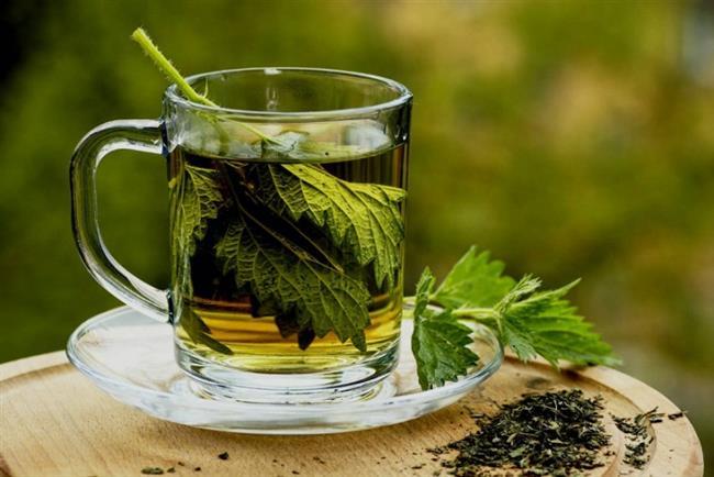 Maydanoz Çayı  Maydanoz çayı ile zayıflamak diyet yapanların çok yakından tanıdığı bir kilo verme kürü. Maydanoz çayının düzenli olarak tüketilmesi şişkinliği azaltır ve hazımsızlığa iyi gelmektedir. Bunun dışında zayıflatıcı etkilerinin yanı sıra idrar sökücü ve sindirim sistemini düzenleyici etkileri de görülmektedir.