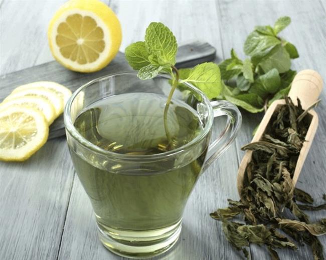 """Yeşil Çay  Yeşil çay içinde bulunan """"kateşinler"""" metabolizmayı hızlandırarak gün boyu dinlenir halde yakılan kalori miktarının bir miktar arttırmanıza yardımcı olabilir"""