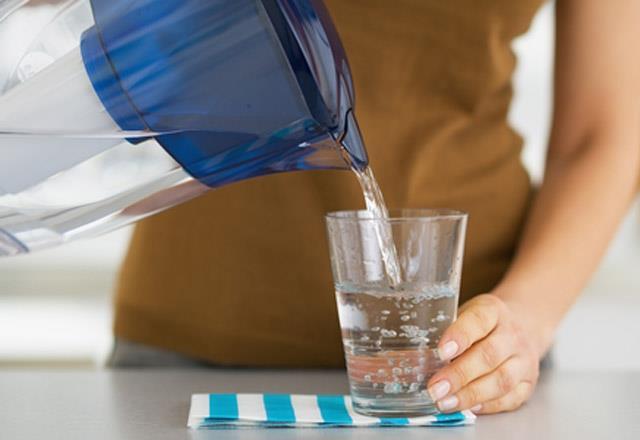 Karbonatlı su vücudun alkali düzeyini yükseltir ve bu sayede metabolizma ve sindirim sistemi daha hızlı şekilde çalışarak kilo vermek mümkün olur.