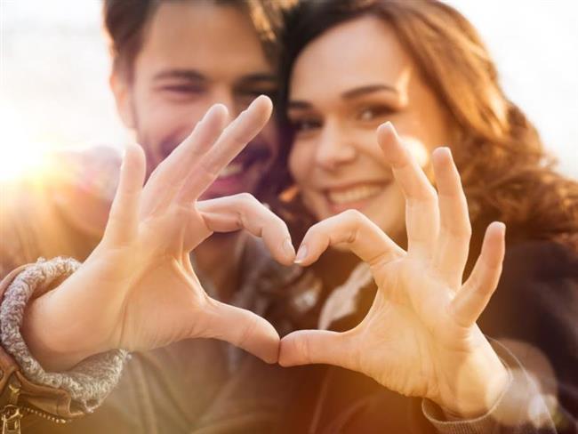 Değiştirmeye Çalışmayın   Hiç kimse mükemmel değildir. Her insanın iyi ve kötü yanları, olumlu ve olumsuz özellikleri olabilir. Eşinizin olumsuz özelliklerine değil, olumlu özelliklerine ve iyi yanlarına odaklanın. Olumsuz özelliklerine tolerans göstererek, oluşabilecek anlaşmazlıkları ve çıkabilecek tartışmaları önlemiş olursunuz.  Sır Saklamayın  Eşinize asla yalan söylemeyin ve ondan hiçbir şey gizlemeyin. Evliliğin temel direklerinden biri güvendir. Eşinizin güvenini sarsacak her türlü söz ve davranıştan kaçının. Güven bir kez sarsıldığında, yeniden eskisi gibi sapasağlam olması çok zordur