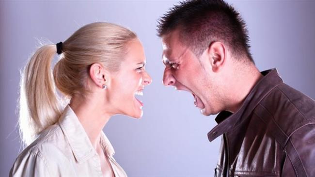 Öfkenizi Kontrol Edin   Sinirlendiğinizde eşinizi kıracak herhangi bir söz sarf etmemek ya da ona zarar verecek bir davranışta bulunmamak için öfkenizi kontrol altında tutun. Eğer öfkenizi kontrol edemiyorsanız sakinleşene kadar eşinizin yanından uzaklaşın.  Özür Dileyin   Yaptığınız hataları olgunlukla kabul edin ve özür dileyin. Ama dileğiniz özrü o hatayı bir daha yapmamak için verdiğiniz bir söz olarak kabul edin ve hatalarınızı tekrarlamamak için çaba gösterin.