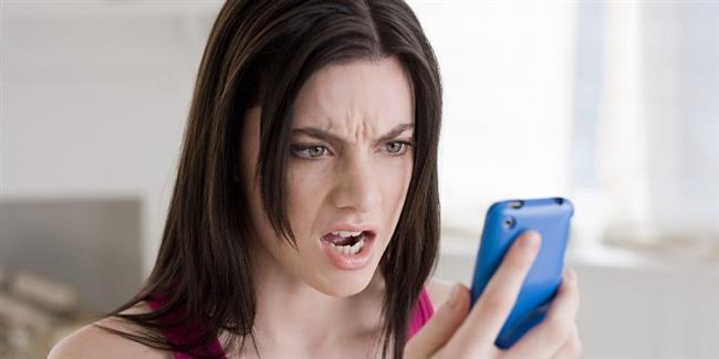"""5- Hey orda mısın!  Eğer mesajlarınıza birden bire cevap vermeyi kestiyse ya da geç cevap veriyorsa ona """"Alo, ordamısın?"""" gibi mesajlar atmayın.Bu mesajlar fazla sahiplenici ve aşırı bağlanan biri olduğunuzu düşünmesine neden olabilir."""