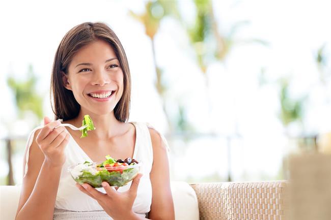Sindirim Sistemini Korur: Bir miktar su içermesi ve antioksidan olması mide ve bağırsak sistemi için önemlidir. Tembel bağırsakların çalışmasını sağlar ve kabızlık sorunlarını giderir. Genel anlamda sindirim sistemi sağlığı için önemli bir şifa kaynağıdır. Bağırsakları zararlı bakterilerden temizlemey yardımcı olur. Hazmı kolay olduğu için mideyi yormaz. Mide sağlığı için gerekli olan asit seviyesni sağlıklı derecede tutar.