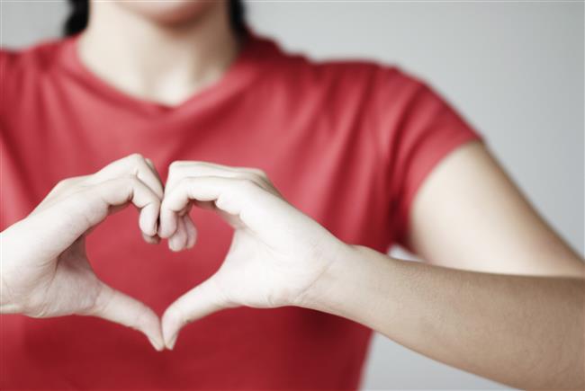 Roka Kalp ve Damar Sağlığını Korur:Antioksidanlar açısından çok zengin olması kalp sağlığına dolaylı olarak katkı sağlamaktadır. Kanın temizlenmesini ve damar tıkanıklıklarının ortadan kaldırılmasını sağlayan roka, kalbin damarlarda meydana gelen tıkanıklardan dolayı aşırı şekilde çalışıp yorulmasına negel olur.  Sebest radikkalerin samarların içerisinde duvar kısımlarında tabakalar oluşturmasını engeller, damarların elastik ve yumuşak bir yapıda kalmasını sağlar. Böylece damarlarda kan dolaşımını kolaylaştırır.