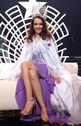 SELEN SOYDER  2006 yılında Miss Model of Turkey yarışmasında birinci seçildi..