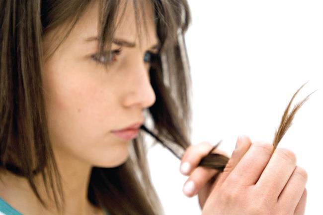 """Nemlendirici saç bakım ürünleri saçın ihtiyaç duyduğu nemi sağlarken kırıkları azaltır. Duşta kullandığınız kreme ek olarak duştan sonra """"sür, bırak"""" ürünleri de kullanabilirsiniz. Kullandığınız bu ürünler saç kırıklıklarını onarmada iyi bir yöntem."""