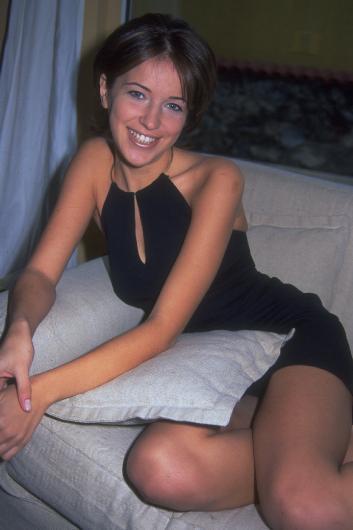 """1976 doğumlu olan Esmersoy, Beşiktaş Lisesi ve ardından İstanbul Üniversitesi Turizm İşletmeciliği Bölümü'nden mezun oldu.  1997 yılında katıldığı güzellik yarışmasında """"Miss International"""" seçilerek Türkiye'yi Japonya'da temsil etti ve """"Dostluk Güzeli"""" oldu."""