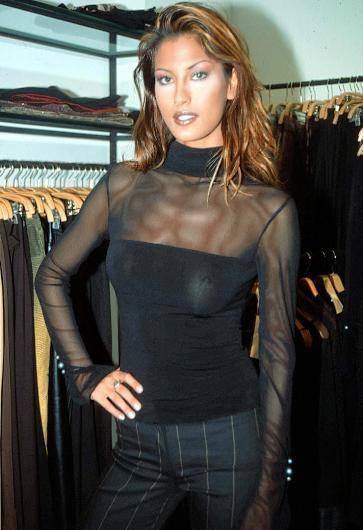 1997 yılında Türkiye Güzeli seçildi. Aynı yıl katıldığı Dünya Güzellik Yarışması'nda dördüncü oldu.