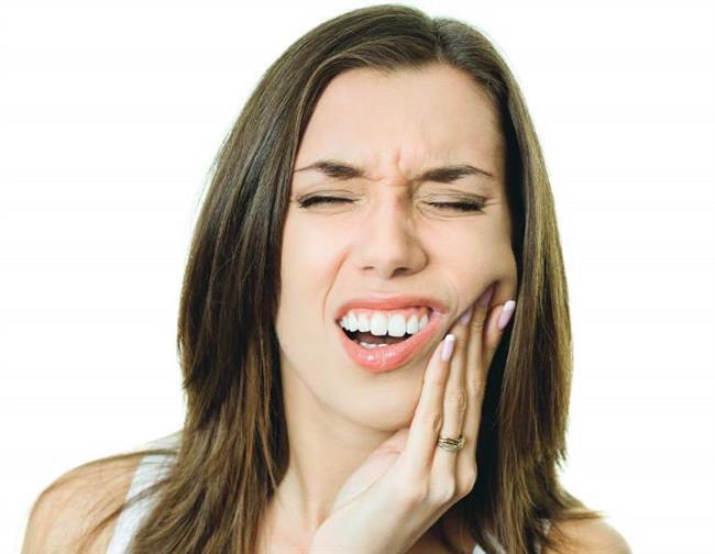 Yinede ağzınızdaki ve dişinizde ki sorunun sadece ağrı ile sınırlı olmayabileceğini düşünüp en kısa zamanda bir diş hekimine başvurmanız gerekir. Dişinizde ki ağrı, diş eti iltihaplarının, diş eti hastalıklarının bir habercisi olabilir.