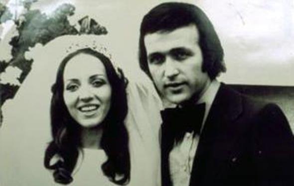 EROL EVGİN - EMEL EVGİN  Erol Evgin, kendisi gibi mimar olan okul arkadaşı Emel Evgin ile 28 Şubat 1973'te evlendi. İkili tören öncesi böyle poz verdi.