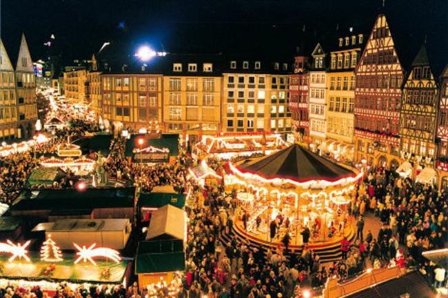 Berlin, Almanya    Noel pazarları ve renk renk ampullerle ışıklandırılan Berlin sokakları, yeni yılı karşılamak için en keyifli adresler arasında. Avrupa'nın en iyi gece hayatı sunan şehirlerinden biri olan Berlin'de gece kulüplerinde başlayan eğlence, yeni yılın ilk saatlerinde meydan ve sokaklarda devam ediyor.