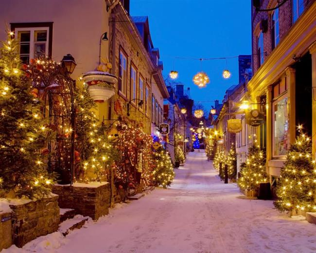 Provence, Fransa   Cobblestoned sokaklarında hayal gibi bir gezintiye hazır mısınız? Işıklı sokaklarda gezinirken, Orta çağ kilise müziği havayı dolduracak.