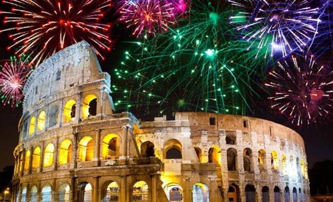 Roma, İtalya   Aşkın şehri Roma, Orta Çağ dokusunu hissettiren sokakları, zamanda yolculuğa çıkaran mimari yapıları ve eğlencenin bir an bile durmadığı küçük meydanlarıyla insanı cezbediyor. Gün boyu kafe, restoran ve barlarda buluşan insanlar, gece yarısı Trevi Çeşmesi (Aşk Çeşmesi) önünde hep birlikte yeni yılı kutluyor.