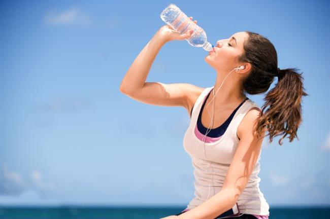 Sağlıklı kalmak ve sağlıkla zayıflamak için günde en az 1.5-2 litre su tüketin.