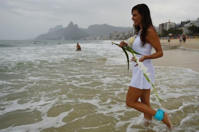 Hazır deniz kıyısına gitmişken su tanrıçası Lemanja'ya hediyeler, özellikle çiçekler sunmayı da unutmayın.