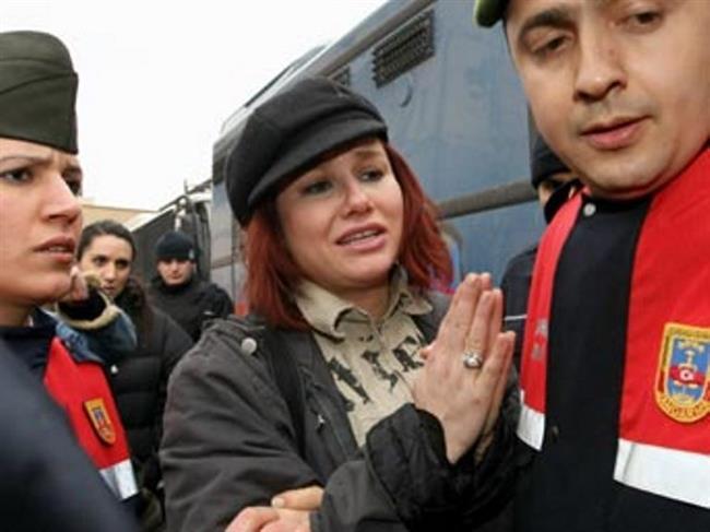 Deniz Seki   Uyuşutrucu kullanmak ve temin etmek için bulundurmak suçundan 24 Şubat'ta tutuklanan ünlü şarkıcı Deniz Seki Bakırköy Kadın ve Çocuk Tutukevi'ne gönderildi.