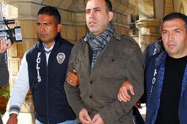 Haluk Levent   Haluk Levent, 1997'de,  3 milyon liralık karşılıksız çek nedeniyle tutuklandı. Sanatçı, Adana E Tipi Cezaevi'ne gönderildi. Oradan da Metris Cezaevi'ne nakledildi. Levent 9 ay 15 gün hapis yattı.