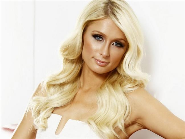 Paris Hilton   Paris Hilton, 2007 yılında ehliyetsiz araba kullanmaktan ve hız kurallarına uymamaktan tutuklandı ve ayrıca mahkeme, bir rehabilitasyon merkezine kayıt olmasını istediği halde buna uymayınca 3 gün hapis yattı.