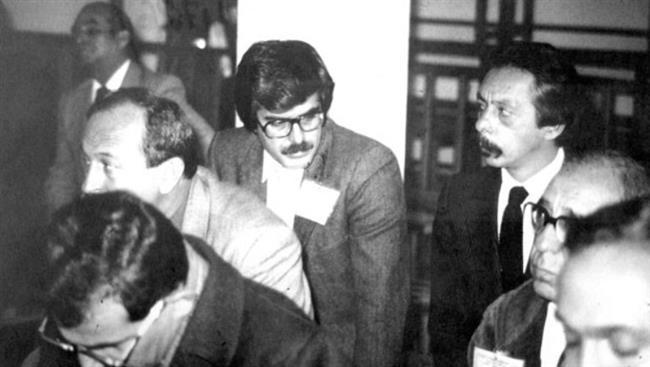 Tarık Akan    12 Eylül 1980 askeri darbesinin ardından 1981 yılının başlarında, Almanya'da yaptığı bir konuşma yüzünden Türkiye'ye dönüşünde tutuklandı. Mahkemeye çıkarılan Akan hakkında savcı 12 yıl hapis cezası istedi. İki yıl süren yargılamadan sonra Tarık Akan 2.5 ay hücre hapsine mahkum edildi.