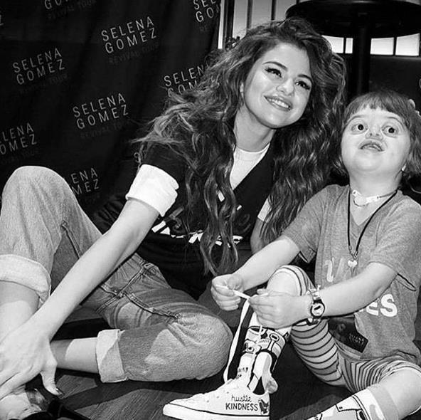 Selena Gomez  4,4 milyon beğenme
