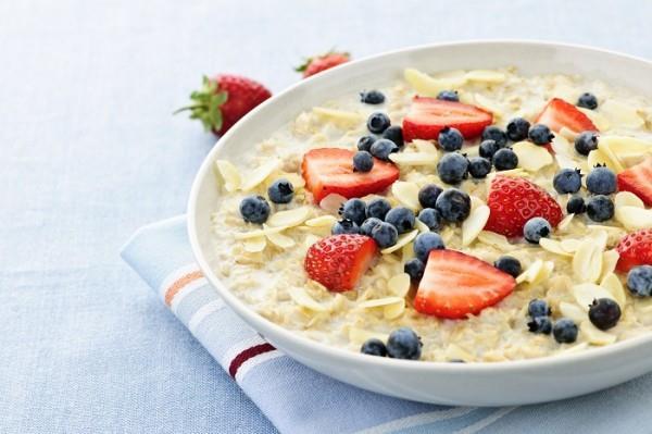 Oğlak Burcu Diyet 2. Gün  Kahvaltı: İkinci güne de sıcak süt ile başlıyorsunuz. Ayrıca sütünüzün içine yulaf ezmesi katabilirsiniz. Bir adet elma ve sonrasında şekersiz çay veya kahve tüketebilirsiniz. Kahvaltıdan sonra acıktığınızı hissederseniz diyet bisküvi veya bir adet meyve tüketebilirsiniz.