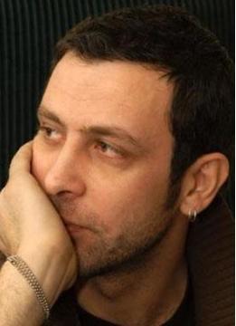 Hele dizi karakterlerinin sergilediği oyunculuk. Dizide Cemal'in eşi Diyar'ı oynayan Aslı Tandoğan başta olmak üzere tüm kadro bölüm boyunca ağladı.