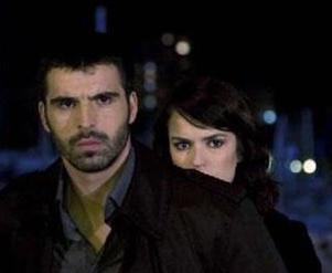 Dizinin başrollerinden birini üstlenen Selin Demiratar diziye vurulup ölerek veda etti.