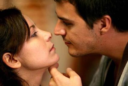 Erkan Petekkaya'nın canlandırdığı ana karakterin kardeşi rolündeki Mustafa (Mehmet Günsur) ile eşi Meryemce (Tülin Özen) etrafında da heyecanlı öyküler gelişti dizi boyunca.