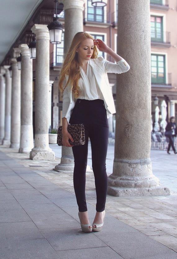 Yüksek Belli Kıyafetler Giyin  Uzun boylu bir görünüm oluşturmak tamamen oranlarla alakalıdır. Yüksek belli şortlar, pantolonlar veya etekler bir tür optik yanılsama oluşturur. Yüksek bel, bacakları daha uzun gösterir ve böylece daha fidan gibi bir siluete yol açar.