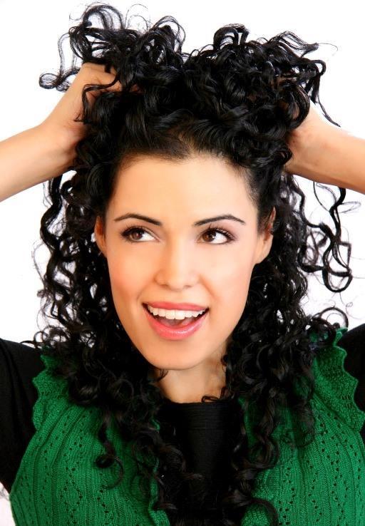 Stres Saçı Yorar  Stresinizi atın. Stres beden ve ruh sağlığını bozduğu gibi saç yapısını-dengesini de bozar. Zaman zaman saç diplerine yapacağınız masajla saç köklerini uyarın. Sönük saçlarınızın canlandığını göreceksiniz.