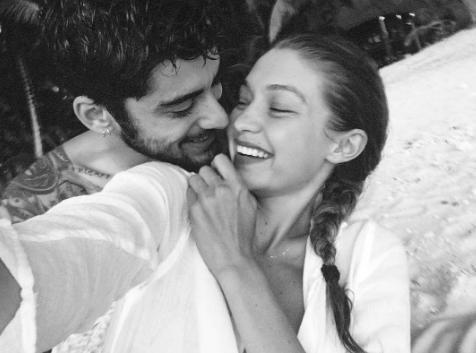 Bir dargın bir barışık ilişki sürdüren Gigi Hadid ve Zayn Malik'in bu pozu hayranları tarafından çok beğenildi. Zaten Hadid ve Malik de yılın birbirine en çok yakışan çiftlerinden biri oldu.