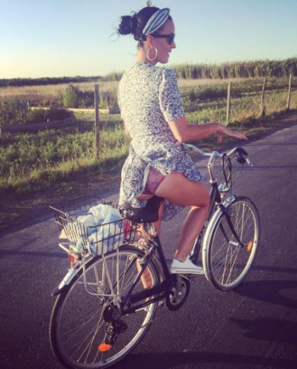 Katy Perry bu pozuyla kısa sürede bir milyonun üzerinde beğeni aldı.