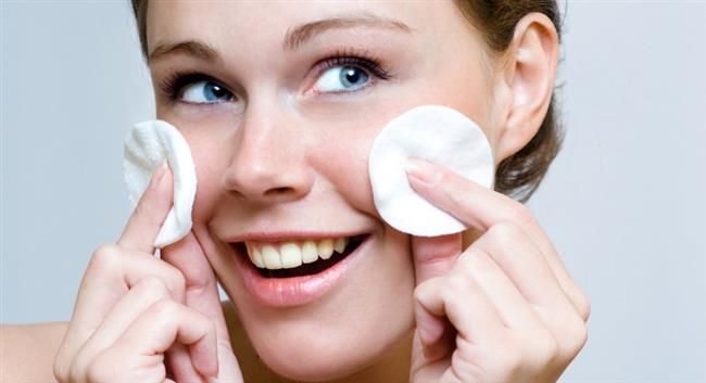 Cildimizi genç tutmak için cildinizi iyi tanıyın ve ona zaman ayırın. Cilt yapısını iyi değerlendirebilmek için gerekirse bir uzmandan destek alın. Cilt bakımınız için şu 3 temel işlem ise şöyle:  1- Cildinizi iyi temizleyin. 2- Nemlendirin. 3- Güneşten ve diğer çevresel faktörlerden korunun.
