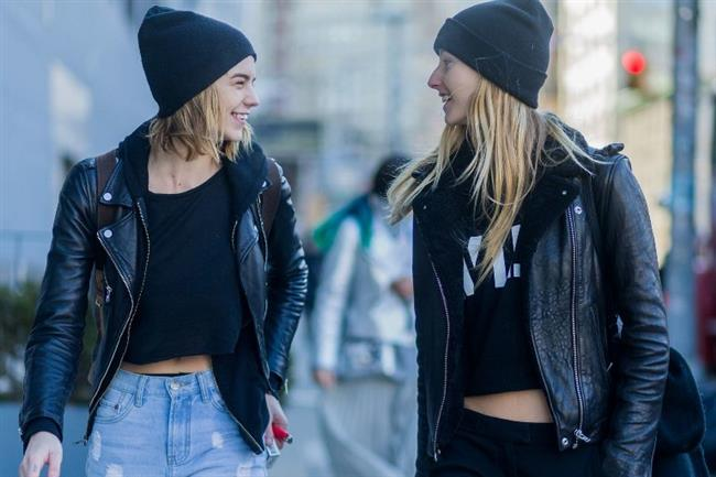 Deri dendiği zaman çoğumuzun aklına ilk olarak siyah renk geldiğinden eminim. Kıyafet olarak ise ilk akla gelen deri ceket ve deri pantolon oluyor. Ancak son zamanlarda bu klasiklerin biraz dışına çıkılacağa benziyor.
