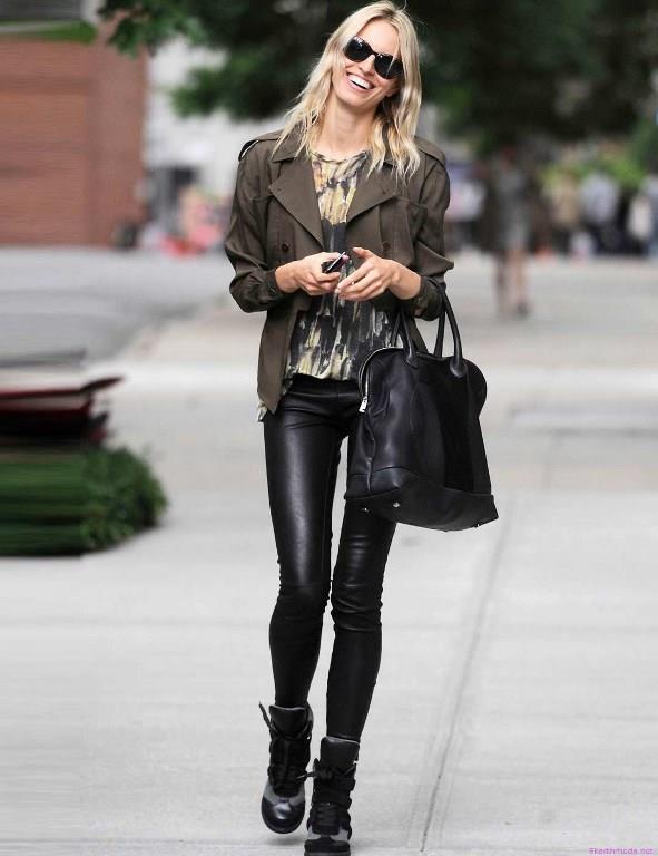 Kadın, erkek hemen hemen herkese hitap eden bu pantolonlar deri ile tercih edildiğinde daha mükemmel bir hava katıyor.