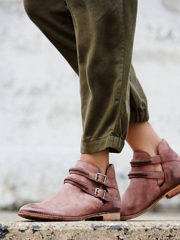 Toka ve bağcık detayları ile stilinizin feminen görünmesini sağlayabilirsiniz.Ankle botlar stilinizi konuşturmada size bu konuda yardımcı olacaktır.